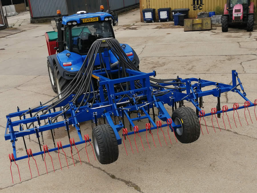 Six meter folding Triton all weathre seed drill